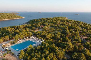 Insel mieten Kroatien Incentivereisen Corporate Island Resort Pool von oben